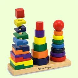 Ребенок учится хватать, складывать предметы, различать цвета и размеры