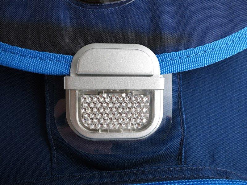 Пример светоотражающего элемента на школьном ранце